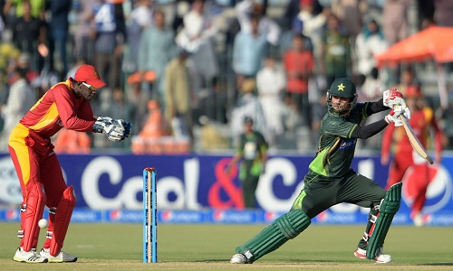 Mohammad-Hafeez-plays-it-behind-square-Pakistan-v-Zimbabwe-1st-ODI-Lahore-May-26-2015©AFP.jpg