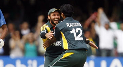 shahid_afridi_abdul_razzaq_world_cup_final.png